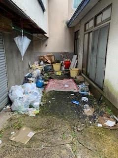 ゴミ屋敷庭